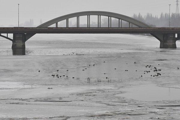 Krajinská most čaká oprava.