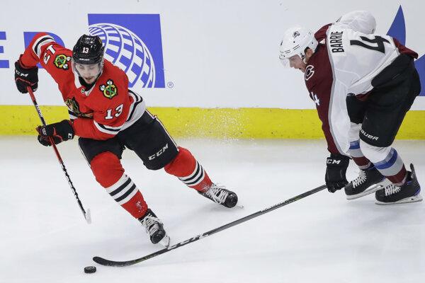 Tomáš Jurčo (vľavo) sa v NHL sťahuje z Chicaga do Edmontonu.
