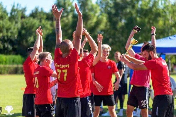 Turnaj v Mostovej vyhralo mužstvo FC Vadkacsák.