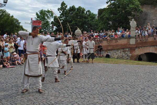 Ľudí fascinovali najmä historické turnaje šermiarov a lukostrelcov.