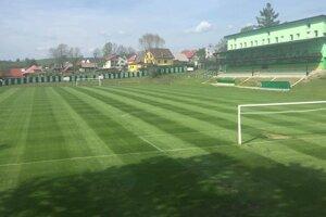 V Oravskom Veselom vyrastá pekný futbalový komplex.