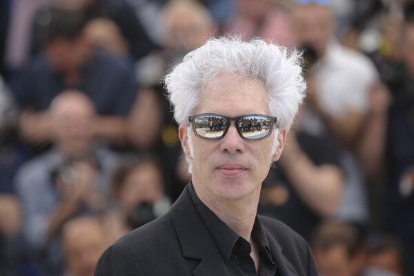 Americký režisér Jim Jarmusch na premiére svojho nového filmu Mŕtvi nezomierajú v Cannes.