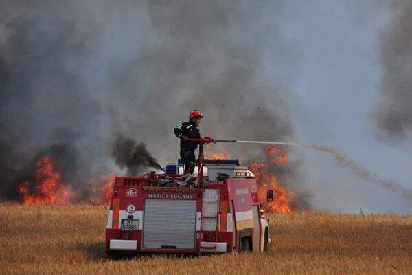 S ohňom bojovalo niekoľko hasičských jednotiek z Turca.