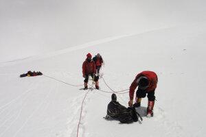 Pohraničná stráž pátra po zmiznutých horolezcoch.