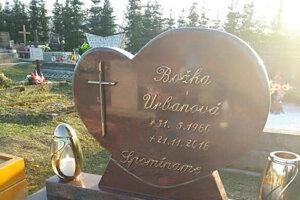 Pozostalí nechali urobiť mramorový náhrobný kameň vlani v apríli.