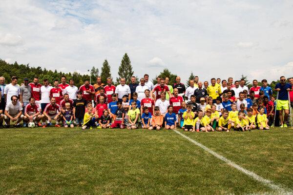 Spoločná fotografia účastníkov stretnutia v Dudinciach.