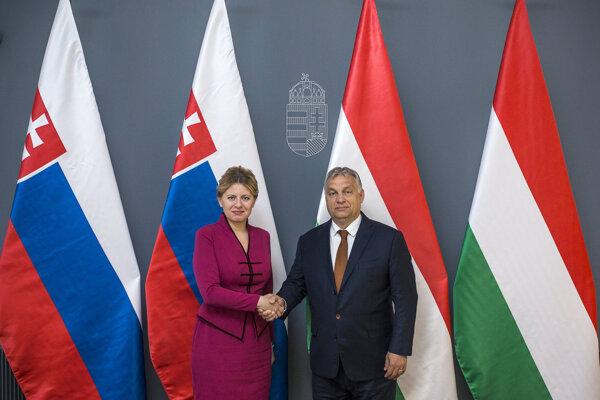 Slovenská prezidentka Zuzana Čaputová (vľavo) a maďarský premiér Viktor Orbán.
