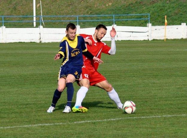 Jediný gól zápasu vo Vrábľoch strelil z penalty Samir Nurković (v červenom).