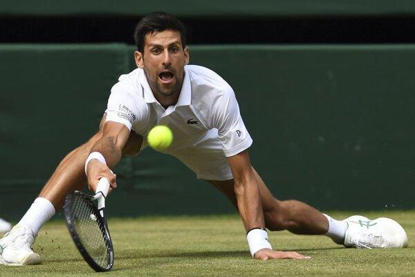 Novak Djokovič v semifinálovom zápase Wimbledonu 2019.