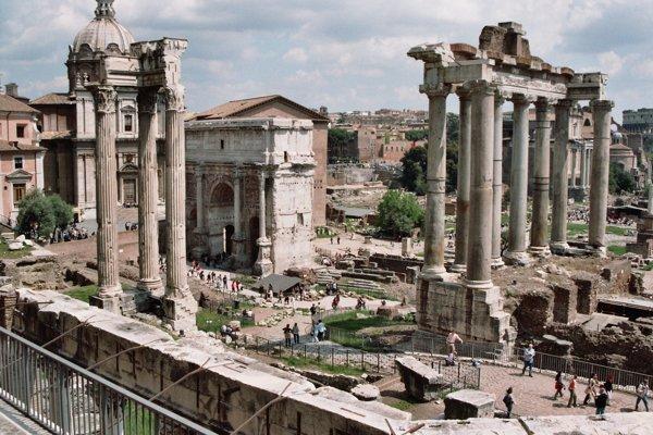 Pozostatky antického Ríma dodnes obdivujú turisti.