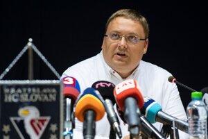 Výkonný viceprezident a člen predstavenstva klubu HC Slovan Bratislava Juraj Široký ml. počas tlačovej konferencie 1. júla 2019 v Bratislave.