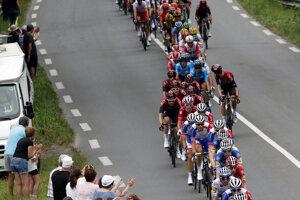 Pelotón počas 14. etapy Tour de France 2019.