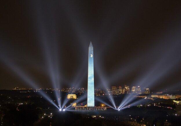 Šou pri Monumente vo Washingtone.