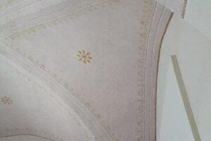 V interiéri paláca prebiehajú reštaurátorské retuše.