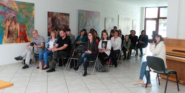 Diskusia sa konala vo výstavnej sieni Art Galérie Schürger vTvrdošíne.