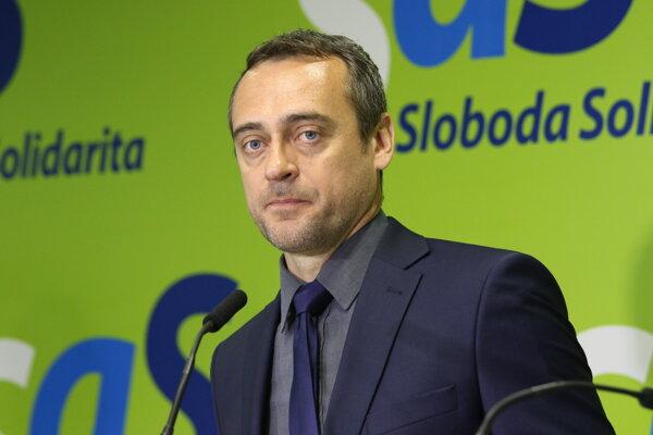 Poslanec NR SR Jozef Rajtár často prezentoval politicky výbušné informácie na brífingoch svojej bývalej strany SaS.