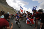 Thibaut Pinot počas stúpania na Galibier v 18. etape na Tour de France 2019.