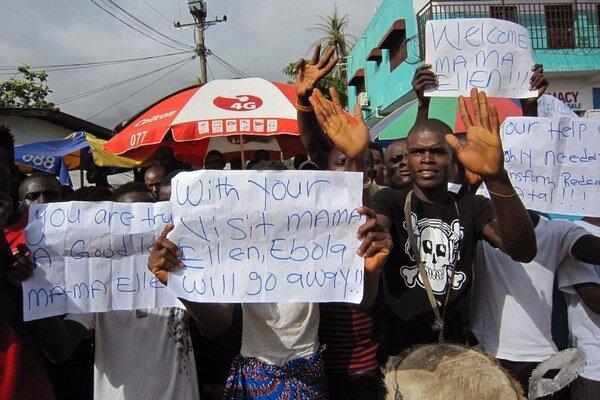 S niekedy populárnou prezidentkou strácajú Libérijčania trpezlivosť. Vyčítajú jej nečinnosť v čase epidémie.