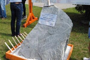Základný kameň R4.