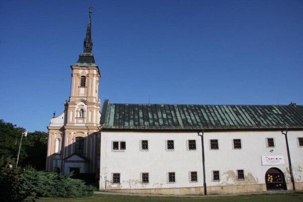 Františkánsky kostol a kláštor.