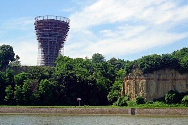 Symboly mesta Dunaj a vodná veža.