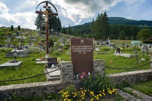 Pamätník na miestnom cintoríne.