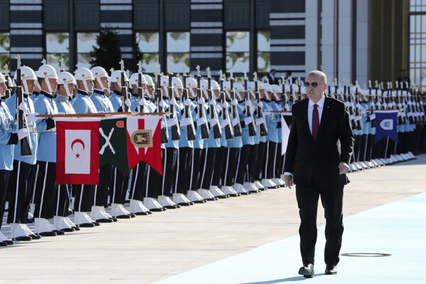 Turecký minister obrany Hulusi Akar.