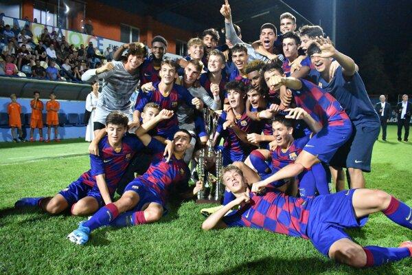 Radosť mladíkov z FC Barcelona z prvenstva na Michalovce Cupe 2019.