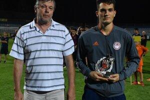 Najlepší brankár turnaja Nikolaos Grammatikakis z Olympiakosu Pireus.