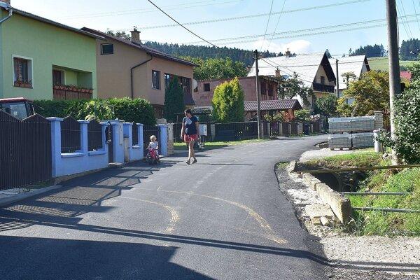 Zrekonštruovaná cesta v Hornom Moštenci.