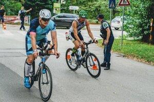 Vladimír Kormanec (vpravo) na cyklistckej časti.