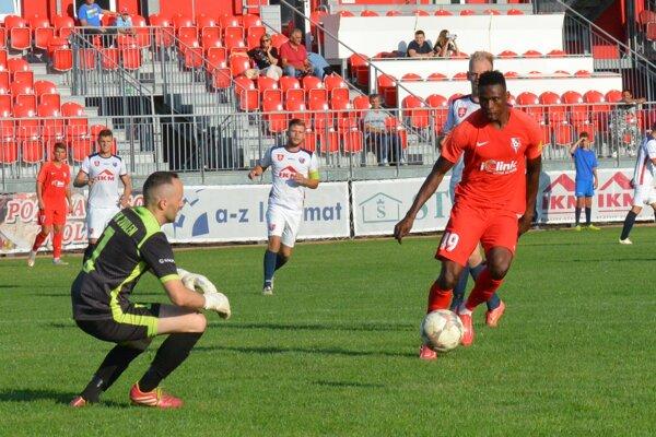 Druhý gól Serede strelil Christian Attah Junior (v červenom).