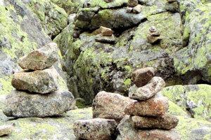 Podľa riaditeľa TANAP-u Pavla Majka sú kamenné vežičky veľký problém.
