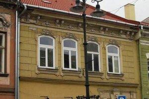 Gallikov dom na Alžbetinej 16, kde mu odhalia pamätnú tabuľu.