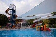 Detský bazén je od tejto sezóny prekrytý plachtami.