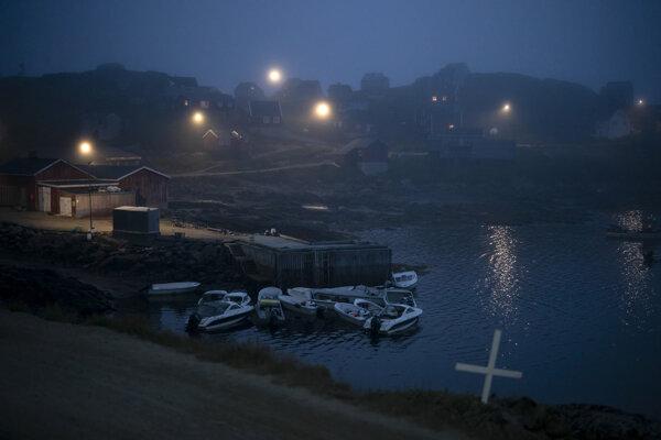 Pohľad na večerný grónsky Kulusuk.