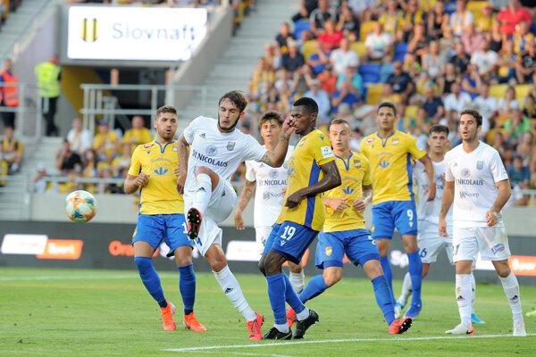 Herná situácia počas futbalového zápasu 5. kola základnej časti Fortuna ligy 2019/2020 medzi FC DAC 1904 Dunajská Streda - MFK Zemplín Michalovce.
