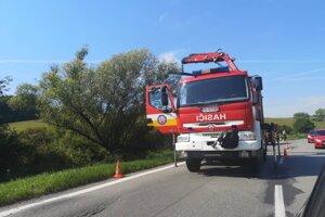 Pri Lipníkoch zasahovali hasiči.