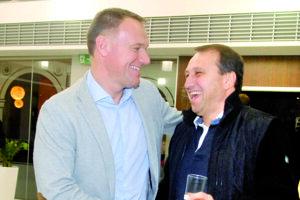 Šéf straníckej organizácie Smeru pre okres Košice I Jozef Burian (vpravo) nechýbal na volebnom štábe primátora Richarda Rašiho v roku 2014, kam vtedy zavítal aj šéf vodární Stanislav Hreha.