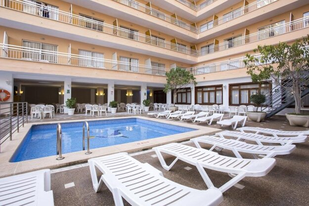 HotelPinero Bahia de Palma 3*, Malorka