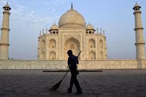 Indický Taj Mahal je meste Agra.