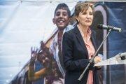 Regionálna zástupkyňa UNHCR pre Strednú Európu Montserrat Feixas Viheová na otvorení výstavy fotografií s názvom From War To Hope, ktorú usporiadal Úrad vysokého komisára OSN pre utečencov (UNHCR) na železničnej stanici Keleti v Budapešti.