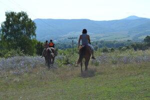 Barančíkovci na koňoch.