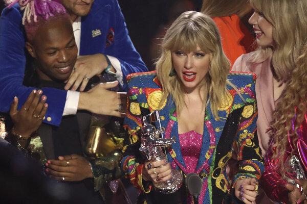 Swiftová v ďakovnej reči zdôraznila, že o cene rozhodli fanúšikovia.