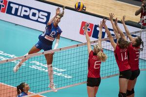 Momentka zo zápasu Slovensko - Nemecko na ME vo volejbale 2019, Nikola Radošová útočí.
