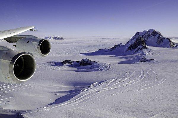 Pod ľadom sa pohybuje magma.