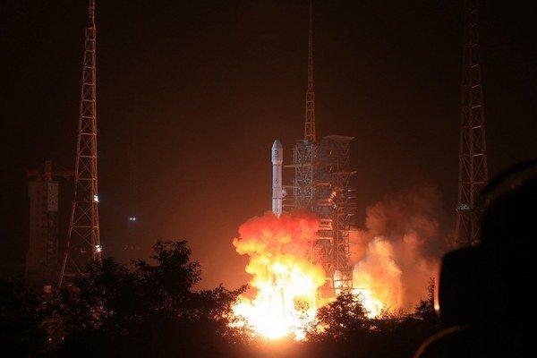 Čínska misia Čchang-e 3 v nedeľu odštartovala k Mesiacu.