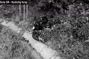 Motorkára nezachránila pred šmykom ani návšteva pneuservisu.