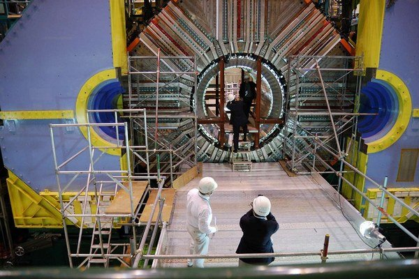 Japonský experiment Belle narazil na neznámu časticu, potvrdila ju aj Čína.
