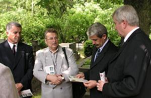 Premiér pri Hodžovom hrobe.